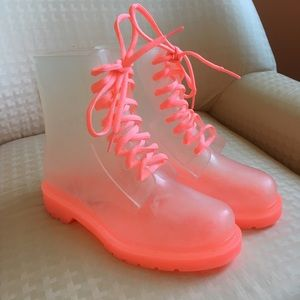 FABULOUS Hot Pink Clear Rainboots!!